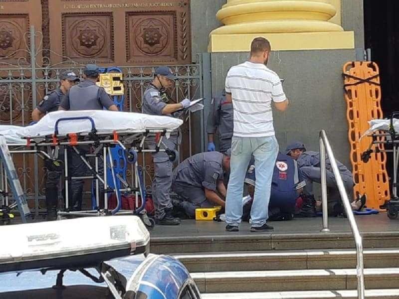 Vítimas são atendidas pelo Samu e Bombeiros, na Catedral