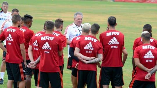 Com a camisa 9 vaga, Flamengo divulga numeração para 2019 (1)