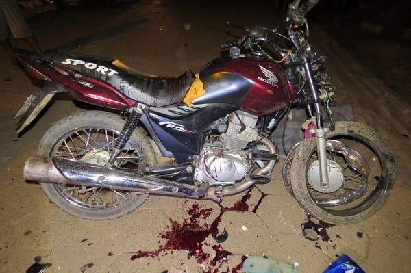 Colisão entre motos mata um motociclista em Martins Soares