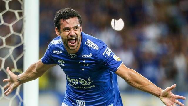 Fred marca três gols no primeiro tempo, Cruzeiro goleia Huracán e avança