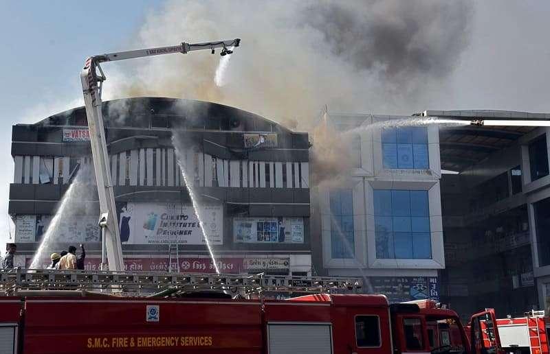 Incêndio em centro comercial na Índia deixa mortos