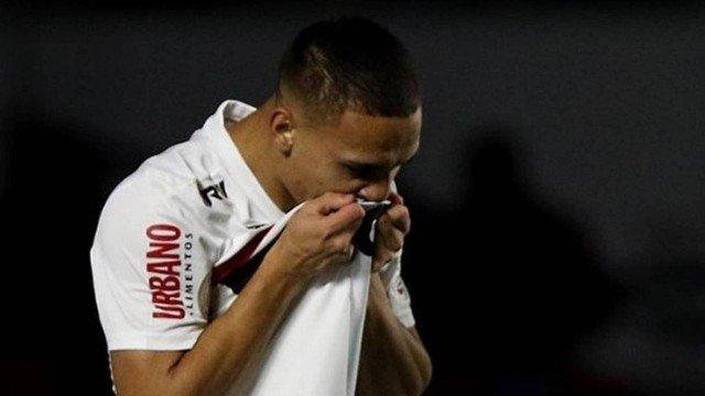 O São Paulo goleia Chapecoense e se aproxima do G4 do torneio