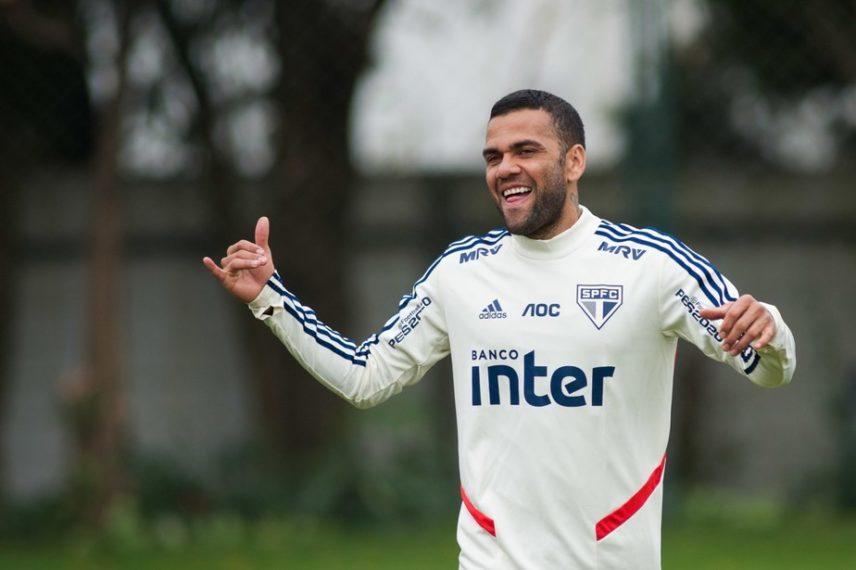 Daniel Alves é registrado no BID e fica liberado para estrear pelo São Paulo