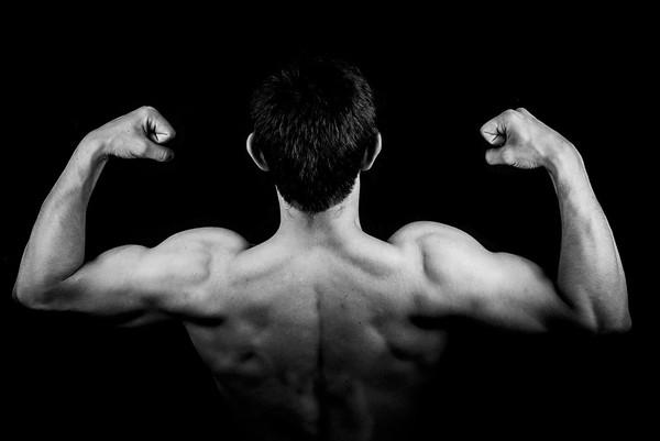 Homens jovens comem poucos vegetais e preferem ganhar músculos, diz estudo britânico
