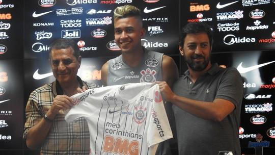 Após polêmica com diretor, Corinthians dá a camisa 24 a Victor Cantillo