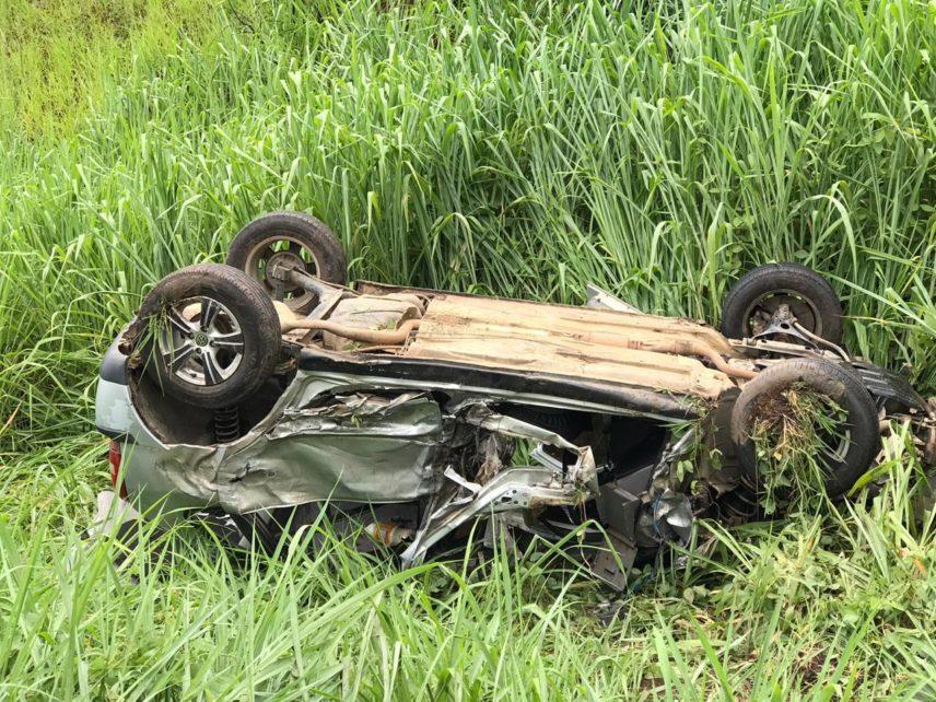 Colisão entre carreta e carro deixa três feridos na BR 116