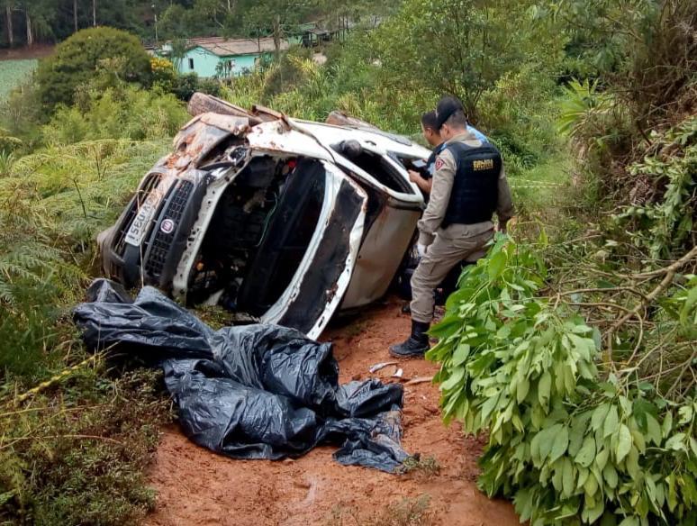 Dois homens são assassinados dentro de carro na zona rural de Mutum