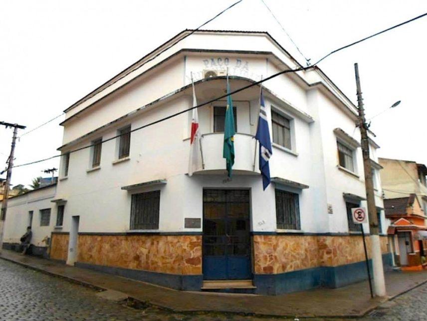 Fachada da Prefeitura de São João Nepomuceno — Foto: Fellype Alberto/G1
