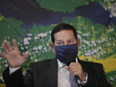 o-vice-presidente-da-republica-hamilton-mourao-durante-entrevista-coletiva-1589663162173_v2_450x337