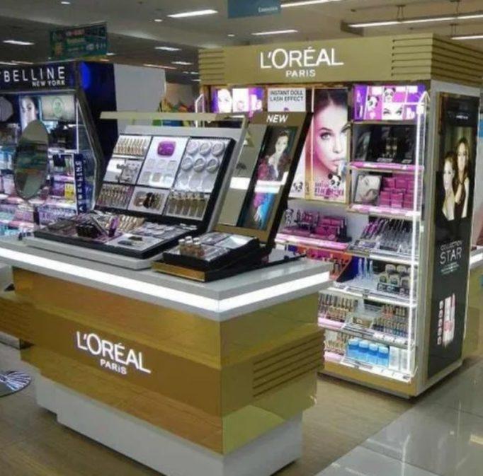 Grupo L'Oréal decidiu remover os termos branco/branqueador (white/whitening), claro/clareamento (fair/fairness, light/lightening) de todos os seus produtos destinados a homogeneizar a pele.